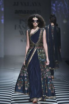 26 best Ideas for fashion week 2018 runway india Saree Wearing Styles, Saree Styles, Blouse Styles, Indian Dresses, Indian Outfits, Trendy Dresses, Sexy Dresses, Beautiful Dresses, Fashion Dresses