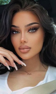 Most Beautiful Faces, Stunning Eyes, Beautiful Lips, Gorgeous Women, Absolutely Gorgeous, Brunette Beauty, Hair Beauty, Black Outfit Edgy, Cool Makeup Looks