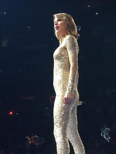 Taylor performing Out of the Woods during the 1989 World Tour in Ottawa 7.6.15