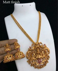 New Gold Jewellery Designs, Jewelry Design Earrings, Gold Earrings Designs, Gold Necklace Simple, Gold Jewelry Simple, Gold Chain Design, Indian Jewelry Sets, Mbs, Jewelry Patterns