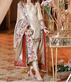 Asian Wedding Dress Pakistani, Asian Bridal Dresses, Pakistani Dress Design, Pakistani Dresses, Pakistani Suits, Velvet Suit Design, Velvet Dress Designs, Fancy Wedding Dresses, Gorgeous Wedding Dress