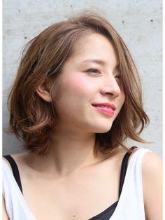ROENAマーメイドアッシュセンターパートハニーヘア - 24時間いつでもWEB予約OK!ヘアスタイル10万点以上掲載!お気に入りの髪型、人気のヘアスタイルを探すならKirei Style[キレイスタイル]で。