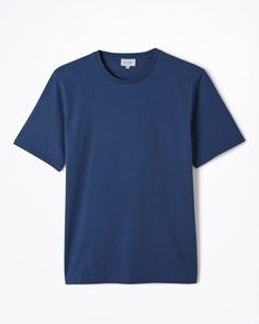 Made in Portugal from 100% cotton, our Hudson T-shirt is a wardrobe staple. A relaxed fit, it is styled with a crew neck, short sleeves and our signature split hem at the sides.