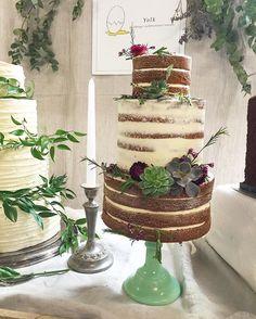Instagram Brick Lane, Just Cakes, Table Decorations, Furniture, Instagram, Home Decor, Brick Road, Decoration Home, Room Decor