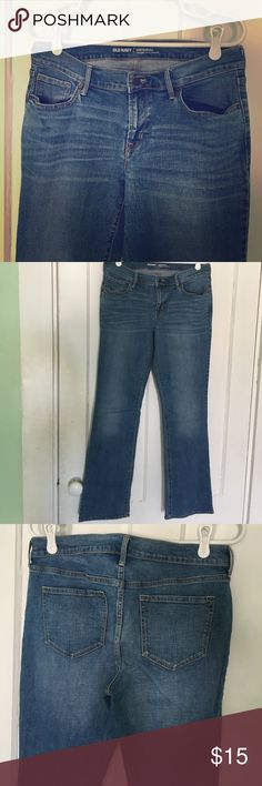 """Like new old navy mid rise jeans Great condition. Old navy mid rise jeans in 'Original' fit. 8.25"""" rise. 86% cotton, 13% polyester, 1% spandex. Size 8, standard. About 16"""" across the top, 30"""" inseam. Bundles ✅ trades❌ offers ✅ fast shipping ✅🎁 Old Navy Jeans Boot Cut"""