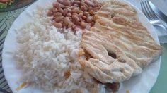 Um boteco que serve uma comida simples e muito boa, com pratos que é até um tanto difícil de achar problemas, o lado negativo fica pelo lugar, que deixa transparecer demais que é só um boteco, principalmente com a estufa com as misturas.  #Peito #Frango #almoço #comida #bar #boteco #salada #alface #tomate #cebola #arroz #feijão #filé #linguiça #calabresa #molho #batata #tempero #vinagre #azeite #sal #OliveiraBar #GuiasLocais #LocalGuides #XinGourmet