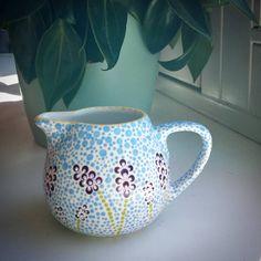Blauwe druifjes of lavendel? #ikrekenhetgoed #dotsdesign #stippen #upcycling #hobby #flowerpower #wip #june #creative #dotart #dotwork #mydotaddiction #thriftshop #niftythrifters #decorfin #talensamsterdam