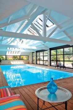 40 Incredible Small Indoor Pool Design Ideas For Cozy Summer At Your Home - LoveIn Home Amazing Swimming Pools, Swimming Pool House, Small Swimming Pools, Luxury Swimming Pools, Luxury Pools, Swimming Pool Designs, Swimming Pool Decorations, Modern Pool House, Pool House Decor