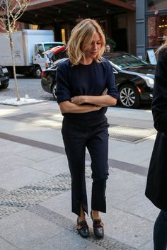 In head to toe navy Sienna Miller looks polished but with a modern touch. The cropped Trademark trousers with…