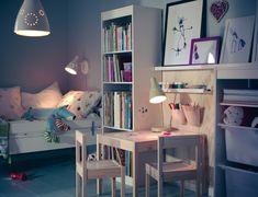 <p>Platz für Kreativität: Stifte, Papier und Farben sollten immer in Reichweite der kleinen Künstler sein, aber trotzdem sicher verstaut. Ideal sind niedrige Ablageflächen und Behälter am Maltisch. Foto: Inter IKEA Systems B.V.</p>