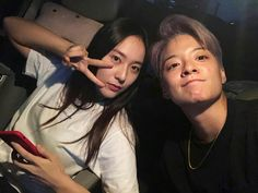 Amber shows she's still close friends with Krystal after her departure from SM Entertainment Krystal Sulli, Jessica & Krystal, Krystal Jung, Jessica Jung, South Korean Girls, Korean Girl Groups, Amber J Liu, Lgbt, Song Qian