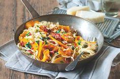 Dýně zazáří z talíře a prosvětlí pošmourné listopadové dny. Kombinace s těstovinami a slaninou je nezapomenutelná. Wok, Thai Red Curry, Menu, Ethnic Recipes, Menu Board Design