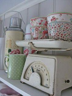 キッチンNo.46 アンティークな家具と部屋のインテリアコーディネイト実例