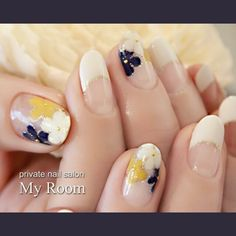 Flowerswith gold edging, also French tips #my_room