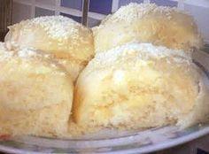 Receita de Pãozinho delícia da Bahia - farinha de trigo o suficiente , 1 colher de sobremesa de sal , 5 gemas , 100 g de margarina , 1 xicara de chá de leite morno , ½ xícara de chá de batata do reino (inglesa) cozida em cubinhos , 200 ml de leite morno , 1 cx de creme de leite (200 ml) , 1 lata de leite condensado , 2 colheres bem cheias de levedura instantânea (2 pacotes FERMIX), 250 ml de leite , 2 colheres cheias de sopa de queijo parmesão ralado , 2 colheres de sopa de amido de milho…