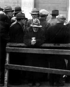 Dorothea Lange: White Angel Breadline, San Francisco, 1933