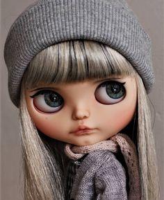 Cuteness!! #illy #tiinavanhatupa #tiinacustom #rbl #liccabody #scalpwithhighlights #puppelina #customeyechips