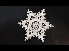 Learn how to crochet these darling snowflake ornaments! They look much more complicated than they really are. Only 5 rounds. Quite easy and they are a breeze to whip up! Make them for gifts, attach them to other gifts or simply crochet some up for friends. Crochet, How, Crochê,