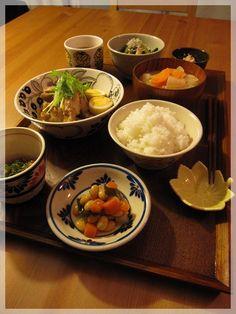 手羽元と卵のさっぱり煮、小松菜とお揚げとしめじの煮浸し