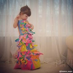 Adorable little girl makes amazing dresses out of paper and household items. I hope this is my daughter some day!