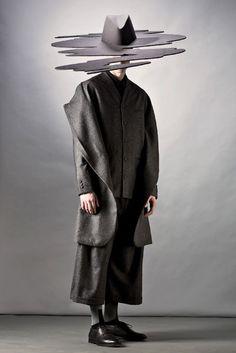Mareunrol's / menswear / Arte Fashion, High Fashion, Mens Fashion, Fashion Poses, Winter Fashion, Bühnen Design, Mode Costume, Fashion Details, Fashion Design
