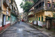 Kolkata street view (Must've been Sunday! No traffic. No people!)