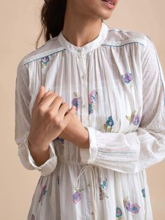 Indian Fashion Dresses, Indian Designer Outfits, Girls Fashion Clothes, Stylish Dress Designs, Stylish Dresses, Simple Dresses, Kurti Neck Designs, Kurti Designs Party Wear, Mehendi Outfits
