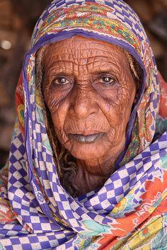 SUDAN: Old nomadic woman living in the Bayuda Desert. The Bayuda Desert is located north of modern Khartoum, Sudan, west of Atbara, and south of the Nubian Desert. Amazing faces of Sudan. #HipmunkBL