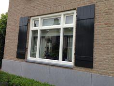 Prachtig project in Prinsenbeek met Kunststof kozijnen. info@denkit.nl Window Grill, Outside Living, Windows, Wood Doors, Home Renovation, Shutters, New Homes, Floor Plans, Cool Stuff