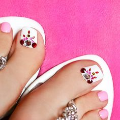 Toe Nail Art Designs With Big Rhinestones ❤ 30+ Incredible Toe Nail Designs for Your Perfect Feet ❤ See more ideas on our blog!! #naildesignsjournal #nails #nailart #naildesigns #toes #toenails #toenaildesigns #pedicure Toe Nail Art, Nail Art Diy, Diy Nails, Acrylic Nails, Pedicure Nails, Manicure, Natural Nail Shapes, Ingrown Nail, Black Stiletto Nails