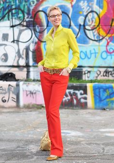 Contrasting bright colors: Yellow/red.  I probably wouldn't be bold enough to do top/bottom color blocking with these colors.