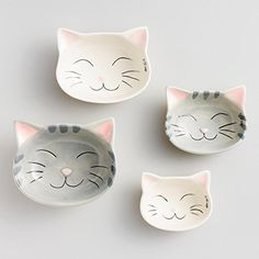 Crafted of stoneware with adorable feline details, our exclusive measuring cups are the perfect gift for cat-loving bakers. Crafted of stoneware with adorable feline details, our exclusive measuring cups are the perfect gift for cat-loving bakers. Clay Projects, Clay Crafts, Crazy Cat Lady, Crazy Cats, Ceramic Pottery, Ceramic Art, Ceramic Cups, Cat Decor, Cat Gifts