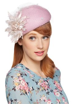 Awards Showstopper Fascinator, #ModCloth-- I can totally see Doris Day wearing this! :D