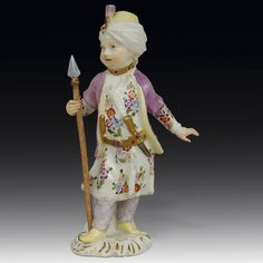 Beautiful De Meissen porcelain statuette, 18th Century. Representation of a Young Turkish, circa 1755 by Joachim Kaendler. For sale on Proantic by Simetrium Antiquités. #statuette #18thcentury #demeissen