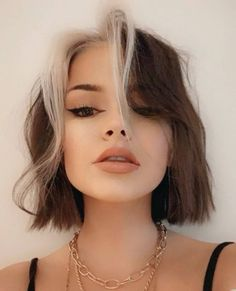 Hair Color Streaks, Hair Highlights, Chunky Highlights, Brown Hair Colors, Hair Color Dark, Short Hair Colors, Bob Hair Color, Hair Dye Colors, Short Grunge Hair