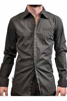 Camicia Guru marrone, con logo in rilievo sulla parte frontale