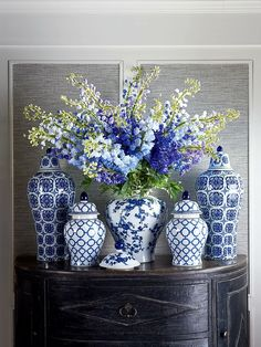 Blue and white ginger jars in classic, modern designs. Chinoiserie Decorating, Ginger Jars, Blue And White Vase, Blue China, Blue And White, Blue Decor, Blue And White Living Room, Ginger Jars Decor, Blue Willow Decor