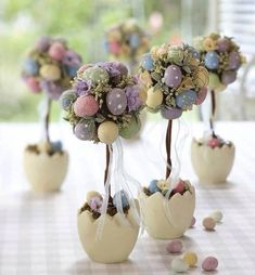 Table decoration Easter - 30 craft ideas for a happy festive mood!, decorations table Table decoration Easter - 30 craft ideas for a happy festive mood! Happy Easter, Easter Bunny, Easter Eggs, Easter Projects, Easter Crafts, Easter Ideas, Egg Crafts, Diy Easter Decorations, Shelf Decorations