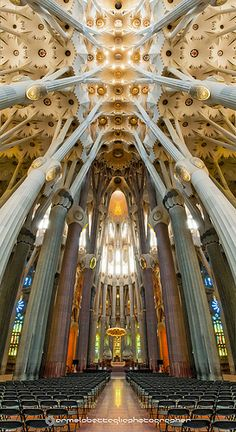 Basilica of the Sagrada Familia, Barcelona, Spain,.Find a Cheaper Hotel Room. Beautiful Architecture, Beautiful Buildings, Art And Architecture, Beautiful Places, Modern Buildings, Architecture Organique, Antonio Gaudi, Barcelona Travel, Gaudi Barcelona