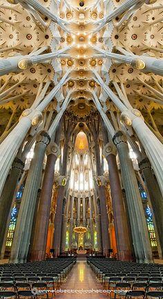 Sagrada Famiglia/Interno Gaudì Barcellona - Spagna