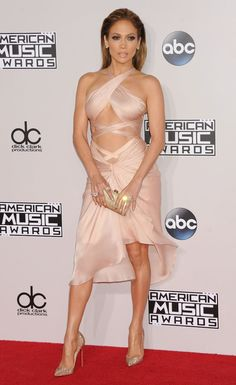 In LOVE with the dress JLo wore at the AMAs!