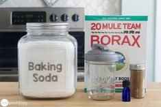 Natural Carpet Powder - cup borax, cup baking soda, 30 drops essential oil(s), OR 1 teaspoon ground cinnamon or cloves House Cleaning Tips, Diy Cleaning Products, Cleaning Hacks, Cleaning Carpets, Borax Cleaning, Cleaning Blinds, Cleaning Services, Cleaning Recipes, Homemade Shower Cleaner