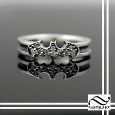 Custom-designed geeky engagement rings and wedding bands. Design the perfect ring inspired by Star Wars, Batman, Lord of the Rings, Zelda, Harry Potter and more.
