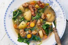 Het lijkt bijna wel een stamppot, deze goedgevulde soep - Recept - Allerhande