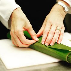 Keeping things natural - banana leaf to encase marinated fish - steam, BBQ or bake Whole Food Recipes, Healthy Recipes, Healthy Food, Clean Eating Recipes, Cooking Recipes, Vietnamese Spring Rolls, Good Food, Fun Food, Peanut Butter Banana