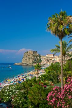 Italy, Calabria, Costa Viola, Townscape of Scilla with beach