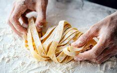 Δείτε απλό και εύκολο τρόπο για να κάνετε νόστιμα σπιτικά ζυμαρικά Difficult Recipe, Homemade Pasta, Some Recipe, Cooking Tips, Stuffed Mushrooms, Recipes, Food, Traditional, How To Make Noodles