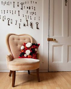 love the chair, pillow! But Keys are the best, thinking that this could work in a narrow wall like transition wall from LR to dining/kitchen?