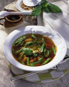 Unser beliebtes Rezept für Bohnensuppe mit Pesto und mehr als 55.000 weitere kostenlose Rezepte auf LECKER.de.