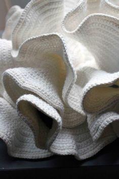 Crochet Hyperbolic http://hyperbolic-crochet.blogspot.fr/2014/12/hyperbolic-planes-and-sustainable.html?m=0